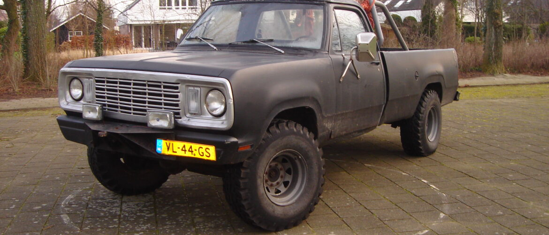 Dodge W200 4×4