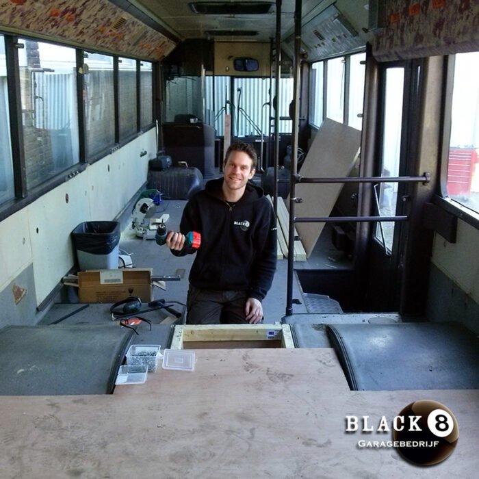Garagebedrijf Black8 - Custom inrichting oude NZH bus