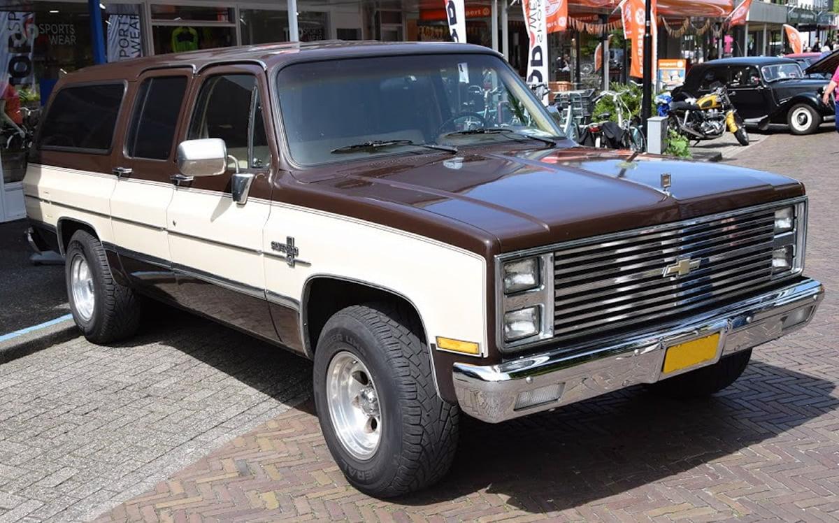 Garagebedrijf Black8 - Te koop Chevrolet Suburban 1973 IMPCO LPG 7,7l big block nieuwstaat gerestaureerd rvs velgen nieuw chroom