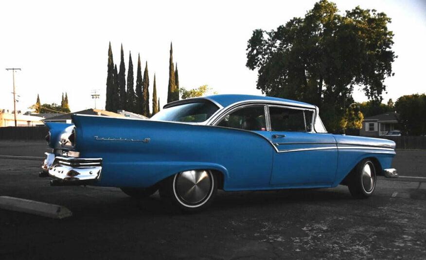 1957 Ford Fairlane te koop met 390 big block V8 geen roest