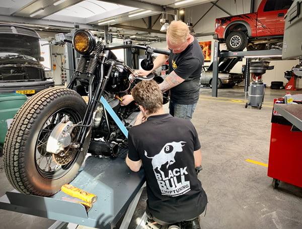 Harley Davidson chopper onderhoud en modificaties