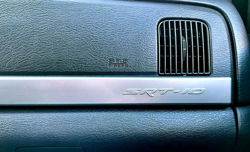 Te koop: Dodge Ram SRT10 V10 Viper metallic zwart dashboard