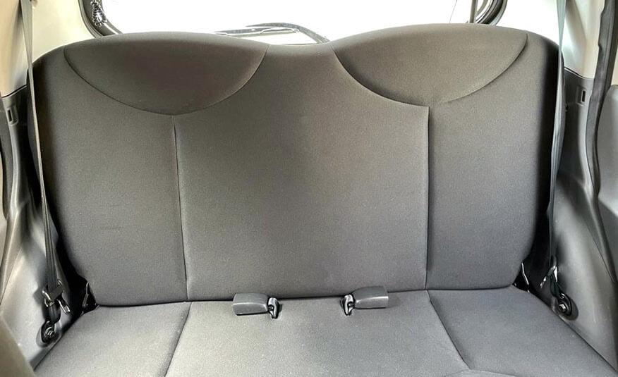 Toyota Aygo 1.0 achterbank