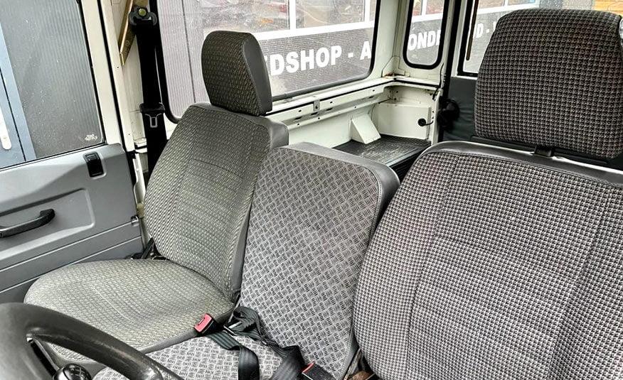 2000 Land Rover Defender 90 Hard Top voorbank