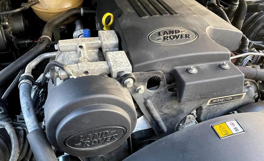 Land Rover Defender diesel motor