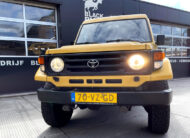 Te koop Toyota Land Cruiser 70 geel diesel bedrijfsauto te koop in Castricum in de buurt van Heemskerk, Beverwijk, Alkmaar Uitgeest en Heiloo