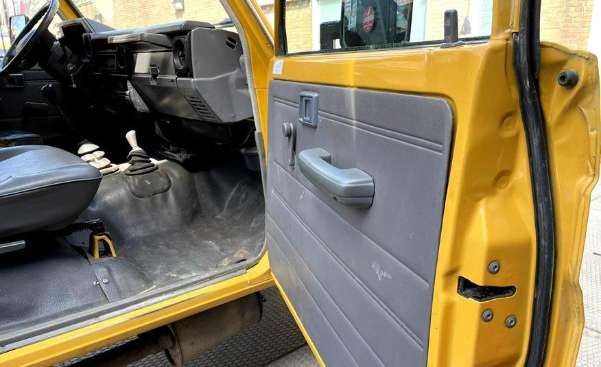 Te koop Toyota Land Cruiser 70 geel
